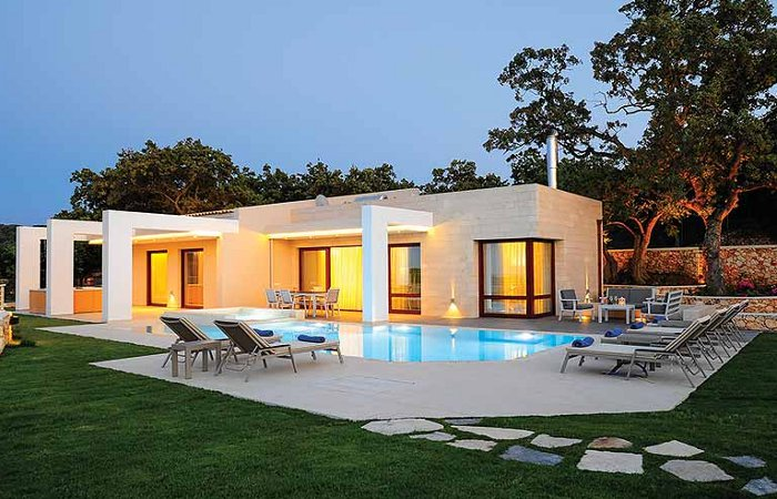 White oak tree villa in prines crete sleeping 6 people for Garden oaks pool